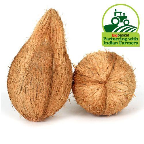 Fresho Coconut - Medium, 1 pc (approx. 450g to 500)