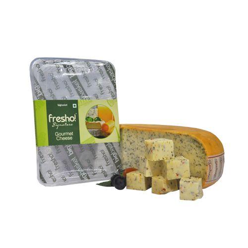 Fresho Signature Cheese - Gouda Wild Garlic, Diced, 100 gm