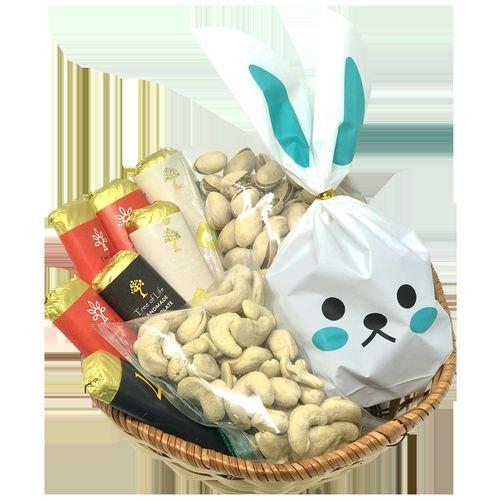 Tree Of Life Christmas Bunny Gift Basket, 600 g
