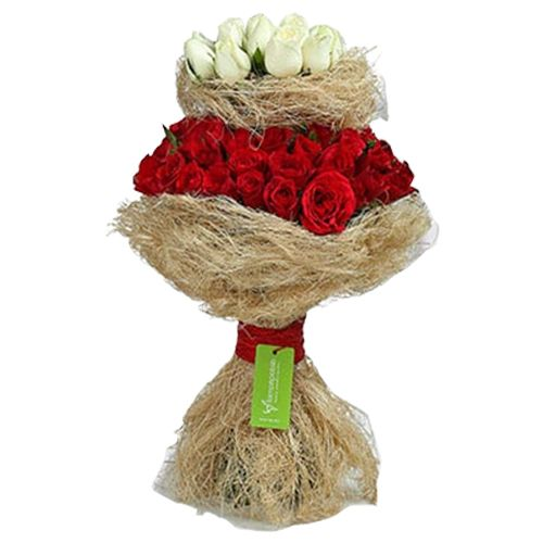 Ferns N Petals Pvt Ltd Flower Bouquet - Graceful Red N White Roses Bunch, 400 g