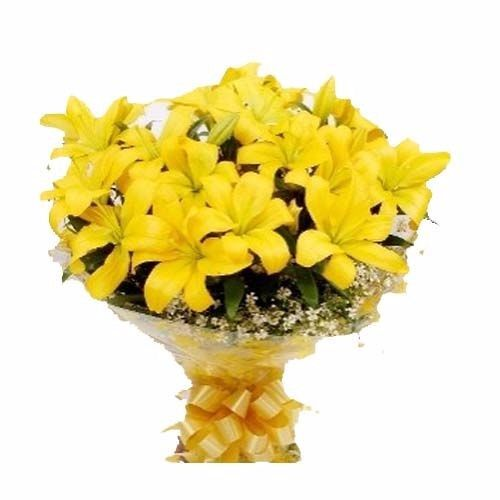 BLOOMS AND BOUQUETS Flower Bouquet - 6 classic yellow Oriental Lilies, 1 pc Paper Packing