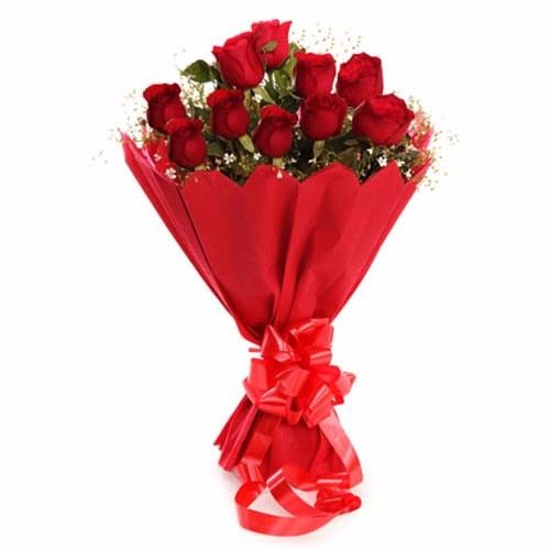 Blooms & Bouquets Flower Bouquet - 10 Delightful Red Roses, 1 pc Paper Packing
