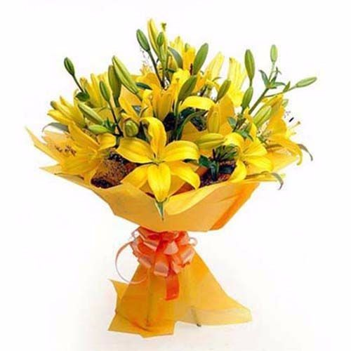 BLOOMS AND BOUQUETS Flower Bouquet - 6 Yellow Asiatic Lilies, 1 pc Paper Packing